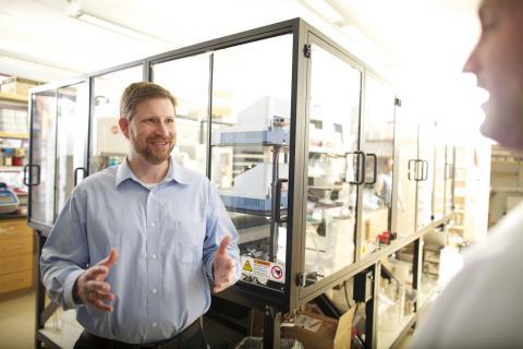 Todd Mockler talk in a lab