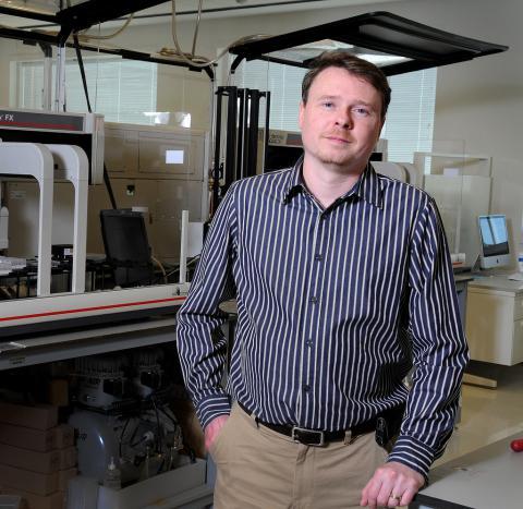 Jeremy Schmutz in the lab